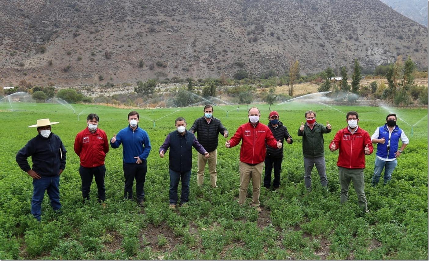 FOTO 2_Ministro Walker visitó la región de Coquimbo para constatar en terreno la realidad hídrica de la zona